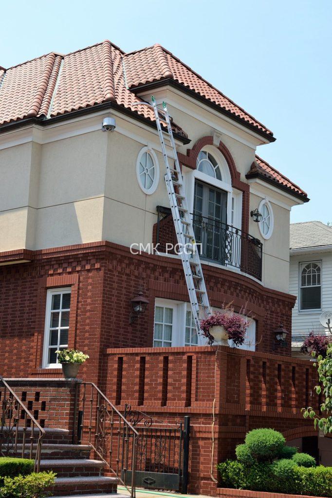 СМК Ремспецстройпроект выпонляет ремонт фасадов и кровли